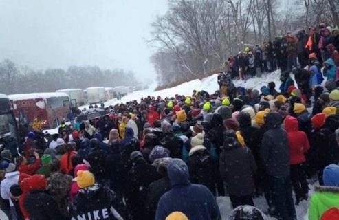 stranded motorists hold make-shift mass