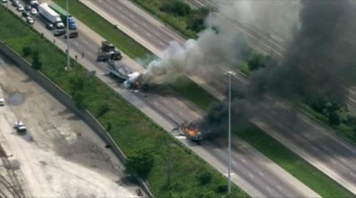 Fiery I-55 crash backs up traffic