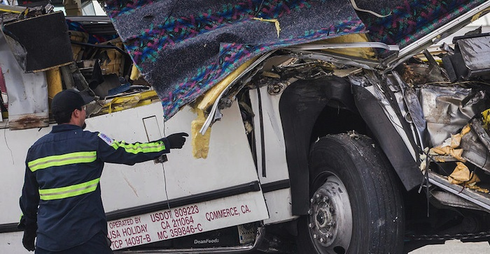 tour bus crash kills 13 in California