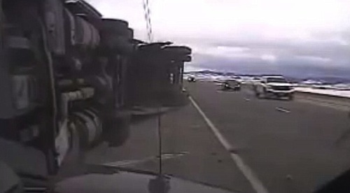 high winds tip semi truck