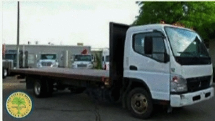 Miami Police search for Mitsubishi flatbed