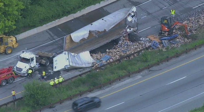 truck tips over on I-476
